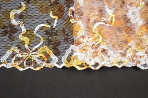 Embroidered lace in bow pattern