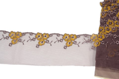Embroidered lace with floral pattern