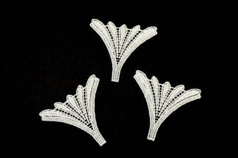 Guipure appliques in ivory color