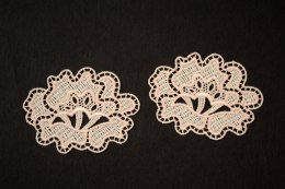 Guipure appliques in floral pattern