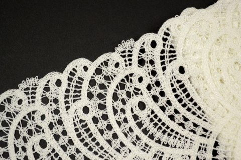 Wide guiure lace trim